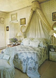 Nancy Lancaster's last bedroom!  Note the border replacing crown molding....I could faint!!!