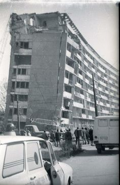 Scară de bloc deplasată cu totul după cutremurul din 4 martie 1977. Pe Ştefan cel Mare, la Lizeanu. Communism, Socialism, 4 Martie, Socialist State, Warsaw Pact, Central And Eastern Europe, Bucharest Romania, Old Town, Nostalgia