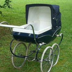 Vintage Pram, Dolls Prams, Baby Carriage, Kids And Parenting, Baby Strollers, Retro, Children, Cars, Bebe