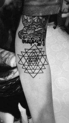 -black and white x tattoos x ink- Black And White, Tattoos, Rebel, Audio, Black White, Black N White, Irezumi, Tattoo, Tattoo Illustration