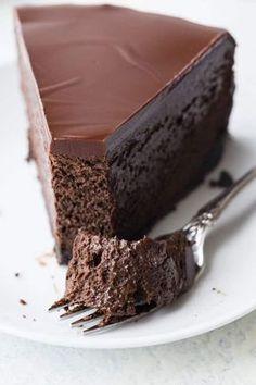 Como Fazer Bolo de Chocolate Cremoso Chocolate Cheesecake Recipes, Baked Cheesecake Recipe, Chocolate Desserts, Chocolate Cake, Brownie, Love Food, Sweet Recipes, Cupcake Cakes, Dessert Recipes