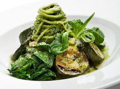 Αυτή η μακαρονάδα με πέστο σπανάκι είναι το βραδινό σου γεύμα - http://ipop.gr/sintages/zimarika/afti-makaronada-pesto-spanaki-ine-vradino-sou-gevma/