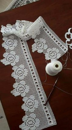 This Pin was discovered by Emi Thread Crochet, Love Crochet, Filet Crochet, Beautiful Crochet, Easy Crochet, Crochet Stitches, Crochet Curtains, Crochet Cushions, Crochet Doilies