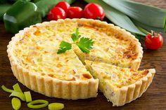 La quiche lorraine è una torta salata di origini francese preparata principalmente con la crème fraîche e le uova