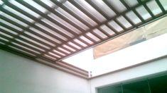 Techo corredizo sol y sombra con estructura. De al Gazebo, Pergola, Home Porch, Jacuzzi, Porch Decorating, Modern Interior, Exterior Design, Blinds, Sweet Home