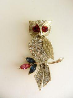 1950s-ruby-red-rhinestone-vibrant-eyes-brooch-owl