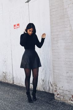 Black Stockings Outfit, Dress With Stockings, Tights Outfit, Skirt With Tights, Skirt Outfits, Chic Outfits, Fall Outfits, Fashion Outfits, Fashion Trends