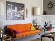 Love the large photograph and the triangle pillow.