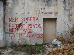Em um muro por aí (fonte http://icanread.tumblr.com/)