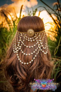 Arabian Nights Circlet Make a entrance to remember in this exquisite golden toned circlet. Drapings of faux pearls adorn the back of the
