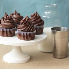 Cupcakes with nutella frosting-omg!!