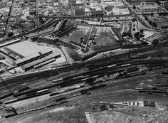 The face of Cape Town has changed significantly over the decades, but the Mother City has always been one of South Africa's most eye-catching locations. Old Pictures, Old Photos, Cape Town, Picture Show, 1940s, South Africa, City Photo, Interesting Photos, Forts
