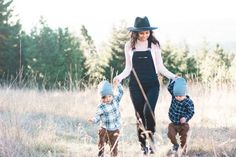Toddler Family Photos, Summer Family Photos, Family Pictures, Mommy And Me Photo Shoot, Boy Photo Shoot, Photo Shoots, Twin Toddler Photography, Sibling Photography, Children Photography