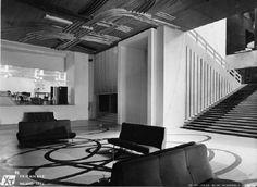 X Triennale - Palazzo dell'Arte Atrio e vestibolo del piano terreno della X Triennale, pavimento a intarsio policromo disegno di Roberto Crippa, il disegno del soffitto è di Gianni Dova. Sulla destra lo scalone d'onore.
