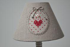 abat-jour de forme classique en tissu de lin : Luminaires par a-la-lumiere-du-jour