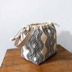 Tennis Bags, Marc Jacobs Handbag, Work Bags, Designer Wallets, Wholesale Handbags, Fabric Bags, Waxed Canvas, Knitted Bags, Cotton Bag