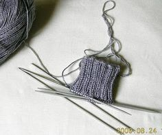 Priscila: MEDIAS DE LANA CON CINCO AGUJAS This Or That Questions, Knitting, Maya, Graham, Fisher, How To Knit, Slippers, Knitting Charts, Hand Weaving