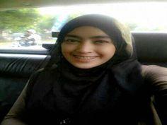 Cara Tampil Gaya Menyesuaikan Jilbab dan Baju