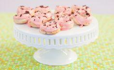 Epicure's Strawberry Buttermilk Doughnuts Desserts Menu, No Bake Desserts, Dessert Recipes, Dessert Ideas, Mini Doughnuts, Baked Donuts, Epicure Recipes, Smoothie Drinks, Smoothies