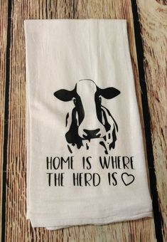100 Ethical, Eco-Friendly and Zero Waste Gift Ideas For Birthdays and Christmas Home is where the herd is Farmhouse Remodel, Farmhouse Style Kitchen, Country Farmhouse Decor, Modern Farmhouse Kitchens, Rustic Kitchen, Country Kitchen, Farmhouse Plans, Cow Kitchen Decor, Cow Decor