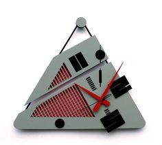 orologio da parete triangolo di FcadesignGR su Etsy
