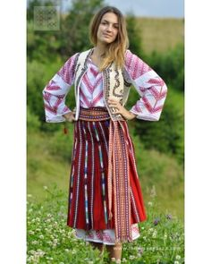 Popular Folk Embroidery Oltenia - Romanian folk costume - hand embroidered and hand woven worldwide shipping Folk Embroidery, Learn Embroidery, Embroidery Patterns, Fashion Art, Boho Fashion, Womens Fashion, Costume Russe, Costumes For Sale, Folk Costume