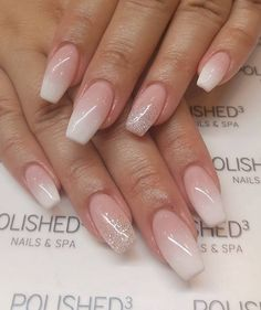 False nails have the advantage of offering a manicure worthy of the most advanced backstage and to hold longer than a simple nail polish. The problem is how to remove them without damaging your nails. French Fade Nails, Faded Nails, Ombre French Nails, Blush Nails, Pink Nails, Glitter Nails, Bride Nails, Wedding Nails, Nails Now