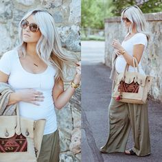 Wide leg pants and tee for casual #maternity chic #stylishpregnancy #maternitystyle