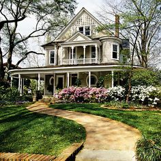 Cool 103 Elegant Victorian Home Exterior Style https://cooarchitecture.com/2017/04/06/103-elegant-victorian-home-exterior-style/
