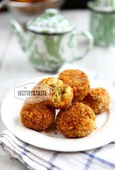 Resep Mac and Cheese Balls (Bola-Bola Makaroni dan Keju) Cheesy Recipes, Fish Recipes, Whole Food Recipes, Snack Recipes, Cooking Recipes, Snacks, Savoury Recipes, Homemade Taco Seasoning, Homemade Tacos