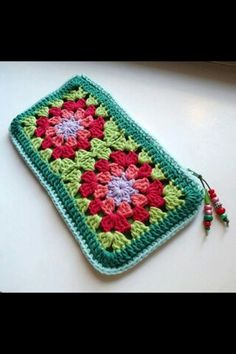 granny square pencil case - no pattern but looks easy to do Crochet Squares, Crochet Granny, Crochet Motif, Crochet Stitches, Crochet Patterns, Granny Squares, Crochet Clutch, Love Crochet, Crochet Gifts
