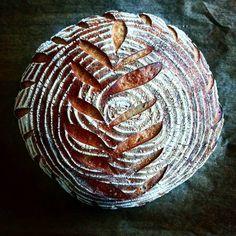 Nybakat till frukost. Ren kärlek #sourdoughbread #bread #nokneadbread #orgakvarn #realbrea #fotooftheday #delicious #foodporn #kock #homemade #yummi #instafood #surdegsbröd #realbread #feedfeed