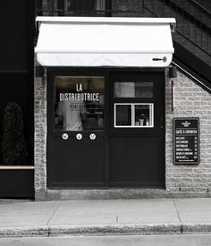 Smallest cafe place in North America, visual identity by Gabriel Lefebvre and Rachel Lecompte. The Distributrice reinvents the takeout coffee service by taking over the smallest commercial space in Montréal. Next to one of the most popular subway station, a barista serves you espresso, americano and latté directly on the street. We love it.