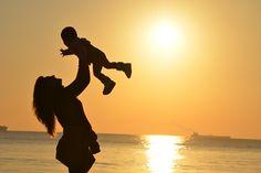 Was ist das häufigste Gefühl, dass dir in deinem Mamaalltag begegnet? Freude? Zuversicht? Zufriedenheit? Oder ist es doch eher Überforderung, Unzulänglichkeit und ein schlechtes Gewissen? Nun, damit bist du nicht allein. Seitdem ich Mama geworden bin, sind diese Gefühle mein ständiger Begleiter. Und das geht vielen so. Glaub mir. Auch wenn bei allen anderen das Mamasein irgendwie