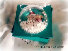 Caixas de Natal globo - Caixas de Natal, motivos e tamanhos diversos. Preços variados mediante o modelo. Pintados à mão sobre caixa em MDF. O preço refere-se às caixas boneco de neve recortadas a laser