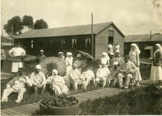 Canadian nurses with recuperating French soldiers | Flickr - Photo Sharing!