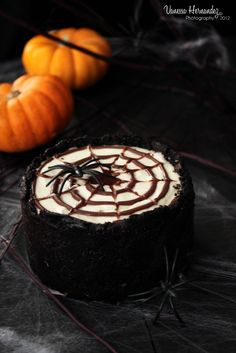 Chokolat : No baked cheesecake with chocolate cookie crust and a delicious chocolate spiderweb on top