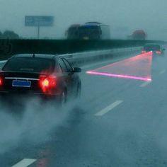 Univers 30M Visibilidade segurança COR - Preto Aviso Red Tail Laser Fog Lamp - Preto modelo L8 Quantidade 1 Material Plástico + alumínio Cor Preto outros recursos Fonte de alimentação 12V-24V Outros comprimento Features Wave: 635 ~ 700nm; pot...