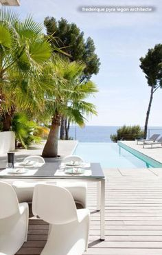 Swimming Pool in the French Riviera with narrow infinity drop to ocean. Image via Houzz.com