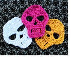 Crochet Skull Pattern Skull Applique Pattern by Liloumariposa Crochet Applique Patterns Free, Crochet Patterns For Beginners, Crochet Motif, Crochet Lace, Halloween Applique, Halloween Crochet Patterns, Crochet Hook Sizes, Crochet Hooks, Crochet Gifts