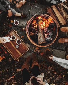 Enjoy a Bonfire With Friends - Cozy and Festive Activities That Will Give You All the Fall Feels - Photos Autumn Aesthetic, Brown Aesthetic, Aesthetic Vintage, Autumn Cozy, Cozy Winter, Autumn Photography, Autumn Inspiration, Design Inspiration, Happy Fall