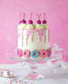 Pretty Cakes, Cute Cakes, Beautiful Cakes, Amazing Cakes, Birthday Drip Cake, Cute Birthday Cakes, Teen Birthday, Drip Cakes, Donut Birthday Parties