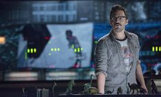 Weird turns weirder: Universal's upcoming reboot of The Mummy has just cast New Girl and Jurassic World star Jake Johnson, who will appear alongside Tom Cruise. Jurassic World Dvd, Jurassic World Pictures, Jurassic Park T Shirt, Jurassic Movies, Jurassic Park Film, Jake Johnson, Bryce Dallas Howard, Fan Service, Chris Pratt