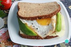 Receta de Sándwich de huevo con aguacate #RecetasGratis #RecetasdeCocina #Recetasfáciles #Sándwiches #SándwichesIdeas #Bocadillos #Bocatas