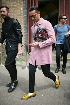 They Are Wearing: London Men's Fashion Week Spring 2014 - Slideshow London Mens Fashion, Modern Mens Fashion, Mens Fashion Week, Fashion News, Fashion Models, Men's Fashion, Street Fashion, Streetwear, Men Street