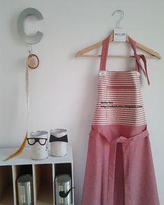 Un grembiule bello come un vestito  http://elbichofeo.blogspot.com https://www.facebook.com/Bicho-feo-382736388432736/