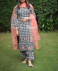 Indian Attire, Indian Wear, Indian Outfits, Punjabi Suits Designer Boutique, Indian Designer Suits, Kurta Designs Women, Blouse Designs, Suits For Women, Clothes For Women