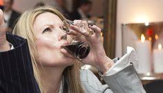 Supermodel Kate Moss trinkt Lüttje Lage kleckerfrei - März 2016  #LüttjeLage #KateMoss  #hannover #CeBit #kleckerfrei