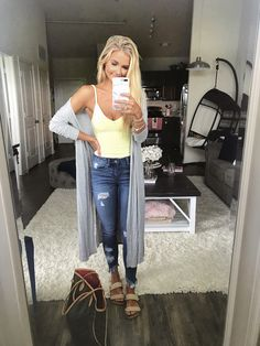 Casual day outfit in yellow body suit & distressed frey bottom jeans for summer style Casual Day Outfits, Casual Weekend Outfit, Mode Outfits, Fall Outfits, Fashion Outfits, Casual Drinks Outfit, Sick Day Outfit, Fashionable Outfits, Weekend Style