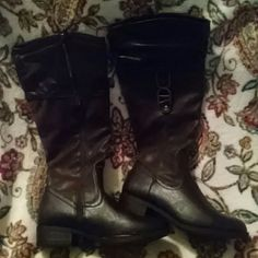 Nicole Brown Knee High boots 8M NEVER WORN. knee high zip up boots. Nicole Shoes Winter & Rain Boots